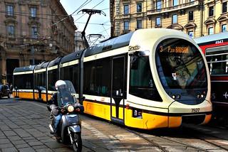 2010 3 17 Milano, Piazza Cordusio - Tram serie Sirietto