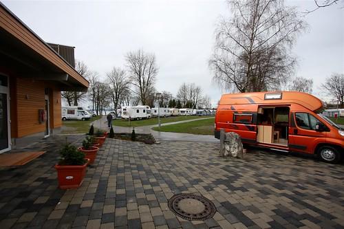 Camping Fischbach am Bodensee, Blick auf Platz, Sanitäreinrichtungen und Frisch-/Abwasserstation