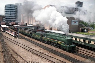 Streamlined SAR 520 steaming out of Adelaide railway station