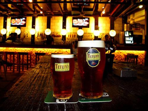 07 Tetley's Half Pint & Full Pint