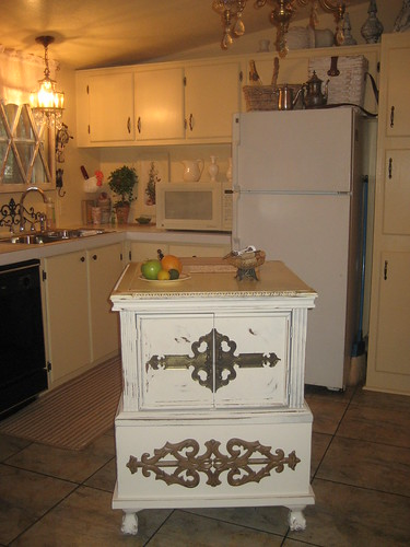 I love this kitchen island