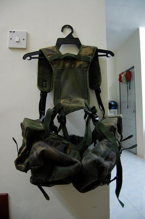 Bilik barang military totis 4251330052_7b0d20d828_o