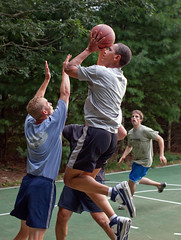 Presidente Obama juega basquet