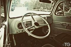 CruzRoja #3 (Stromboly) Tags: red car vintage drive seat ambulance carro oldie cruzroja