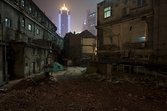 WuJiang Lu 09 (arnd Dewald) Tags: china light shadow brick window lamp wall night skyscraper licht shanghai nacht fenster wand highrise jingan   schatten gettyimages hochhaus  leuchte ziegel  wujianglu arndalarm zhnggu jwmariott  shanghaiaftertherain img7034auc50pleklein