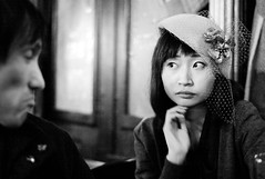 london 2009 - patrick and satoko (reprocessed) (travelight) Tags: leica portrait blackandwhite london digital noir f14 candid patrick m8 2009 museumtavern satoko fancyhat 2500iso 35mmsummiluxasph travelight lufb2010