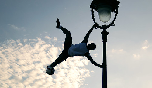Flying crossfootplayer.