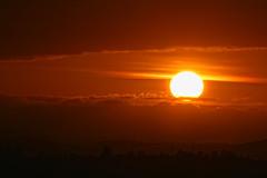 Se acaba el dia (Urugallu) Tags: sol canon atardecer flickr dia final nubes ocaso oscurece finaldeldia urugallu theoriginalgoldseal alacabareldia