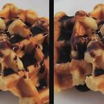 ワッフルチョコレートソースがけ waffle with chocolatesauce (crosseye 3D movie) thumbnail