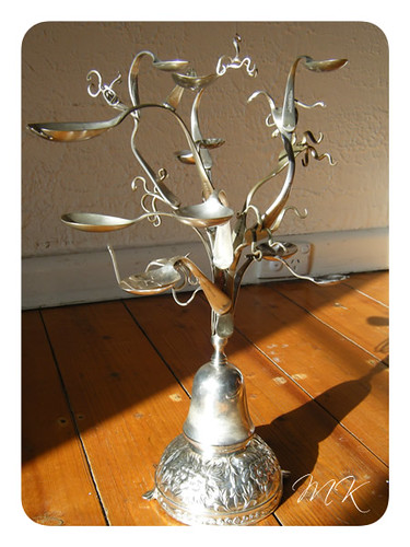 Jewellery tree with brooch 2