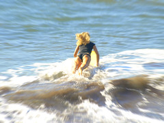 Jumping into the Waves (AlfredoZablah) Tags: digital reflex olympus el colores explore alfredo salvador zuiko hdr mejor mejores e510 uro 70300mmed xplored zablah alfredozablah