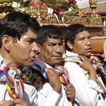 Cusco: Cargadores del anda del Patrón San Sebastián, durante la festividad del Corpus Christi