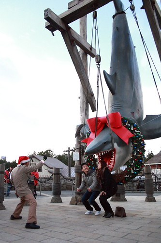 Couples taking picture with Jaws at Universal Studio Japan