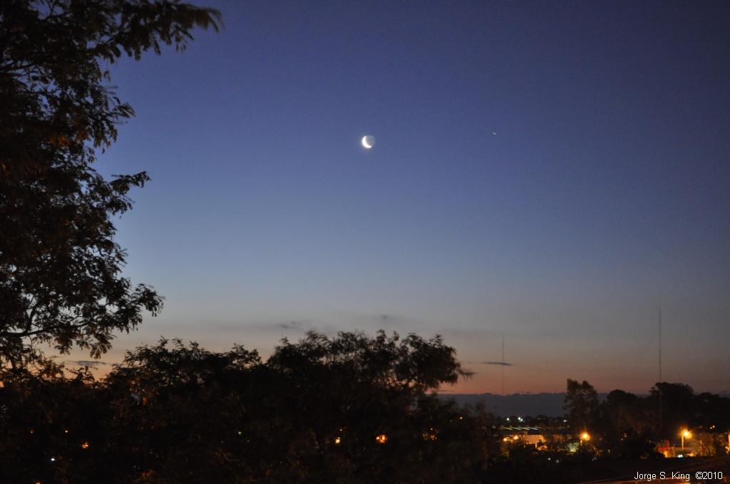 La luna y el avión