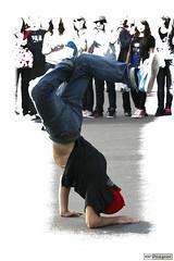 Street Dance (rbpdesigner) Tags: paris slr canon dance frankreich europa europe break action danza frana ao danse montmartre tanz streetartist breakdance dana francia dans parijs aktion pars  parigi 30d streetdancer streetdance   azione accin pary artistaderua parys  eylem  llens canonef70200mmf28l artistasderua pariis canoneos30d canonllens parizo canonef70200f28lusm danaderua  lentel velhomundo  velhocontinente pars danarinoderua