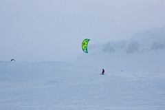 Haukeli (TrulsHE) Tags: winter white snow kite cold norway norge vinter cloudy kiting dnt snø kiteskiing haukeli snowkiting kaldt cabrinha hvitt overskyet fjellstue haukeliseter turistforeningen