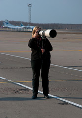 Strong girl-spotter (Osdu) Tags: girl photographer aircraft spotting dme planespotting spotter russiangirl domodedovo
