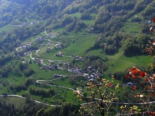 Vue sur St Férréol depuis le roc de Nant Bellet 16.04 009.jpg