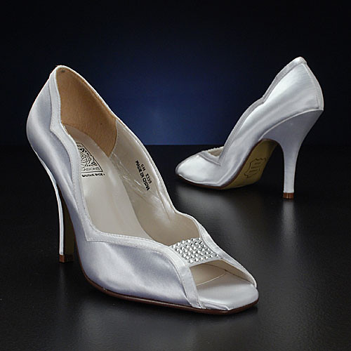 High heels for the wedding without a rope.