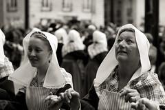 Dfil costumes traditionnels Bretons (Toma Martin) Tags: bw brittany pentax bretagne nb celtic nantes breton dfil celtique celtes k100d justpentax