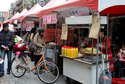 street food near Bao-an temple