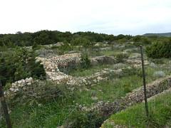 Sur le sentier de Sperone : ruines romaines de Piantarella