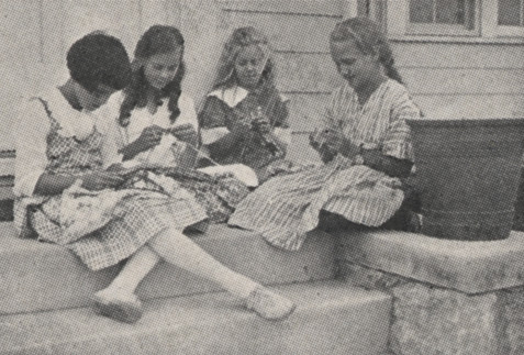 Girls knitting, 1918