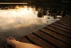Calma (Lili da Rocha) Tags: friends summer sun lake amigos feet girl sunglasses lago pier dock peace deck bikini rest vero represa vacations p biquini