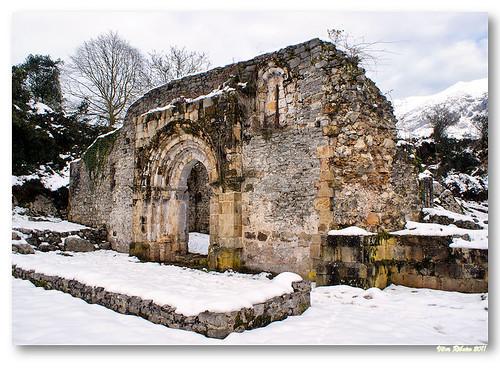 Ruínas da igreja de San Pedro de Plecín by VRfoto
