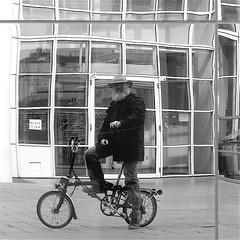 Moi (Akbar Sim) Tags: bw selfportrait holland reflection netherlands bicycle zwartwit nederland denhaag zelfportret thehague fiets brompton foldingbicycle vouwfiets akbarsimonse akbarsim