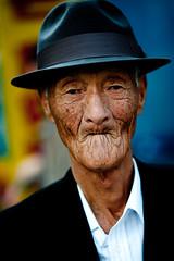 In the Street (Derekwin) Tags: old people man macro face zeiss nikon korea 100mm korean f2 makro wrinkles wrinkle suwon zf lifemap flickrduel d700 zeisszf nikond700 makroplanar1002zf makroplanart2100 100mmf2makrozf
