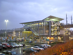 Tukwila International Boulevard Station in the rain (Oran Viriyincy) Tags: station soundtransit linklightrail