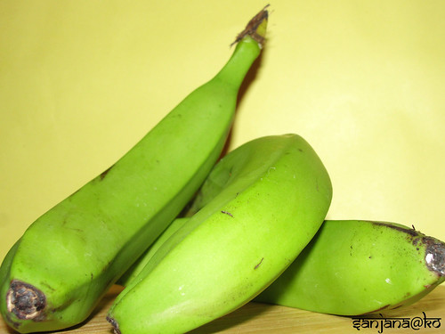 green bananas plantain
