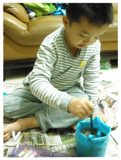 20091113_6在家畫畫.jpg