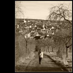 going home (Hyperfinch) Tags: germany deutschland nikon dorf path franconia franken weg 2010 gehen allee pfad mensch kirchturm d80 hyperfinch kleinrinderfeld
