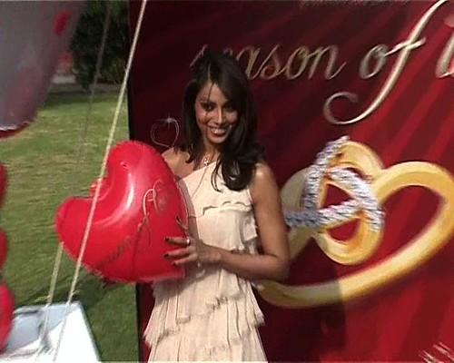 Bipasha Basu with with a heart-shaped balloon at Gili's Season of Love