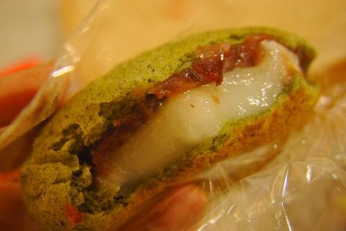 岩島成麵包 愛草紅豆麻薯麵包DSC07736