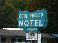 Cherokee, North Carolina (Jasperdo) Tags: sign neon northcarolina motel cherokee coolvalleymotel