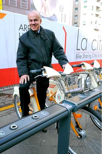 Edoardo Croci inaugura il Bike sharing di Milano, 3 dicembre 2008