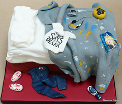 80's Bed Cake (neviepiecakes) Tags: bed walkman chocolate pacman 80s baileys fondant 501s frankiegoestohollywood