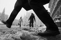 L.a. snow in milan (Donato Buccella / sibemolle) Tags: street blackandwhite bw italy snow milan milano streetphotography duomo serie lowangle moscova viamanzoni canon400d sibemolle 1xcom 14mmcanon28 alcuneconflash youwasalreadyontheground uninsolitosilenzio fotografiastradale
