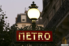 Metro Paris (rbpdesigner) Tags: light paris france slr luz station canon underground subway lights luces europa europe nightshot gare metro lumire mtro transport frana noturna subte nocturna luci luzes metropolitain publictransport transportencommun stazione francia nuit nocturne luce parijs estacin lumires pars transporte nachtaufnahme parigi metr estao 30d parisunderground pary parissubway parys   transportepblico llens 70200mmf28l pariis canoneos30d canonllens parizo canonef70200f28lusm  ffentlicherverkehr trasportopubblico lentel velhomundo toplutamaclk velhocontinente metrparis subteparis pars