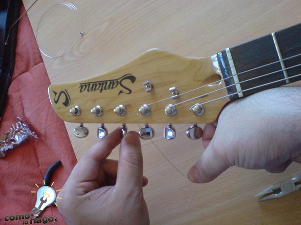Cómo cambiar cuerdas a una guitarra eléctrica