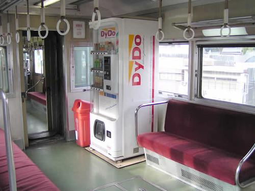 04 電車上的販賣機 (by yukiruyu)