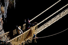DDPER09-4654 (David Ducoin) Tags: bridge peru inca cuzco handicraft puente cusco traditional pont ichu canas paille ropebridge prou artisanat minka amrique amriquedusud amriquelatine amriques apurimac quehue queshuachaca pajaandina incaropebridge
