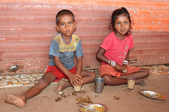 Children having breakfast in Colva - Terre d'Espoir (Pondspider) Tags: poverty boy india girl children child goa enfants enfant chai colva linde pauvret migrantworkers anneroberts annecattrell terredespoir janinegaiddon pondspider bhajipav bhajipau charitfranaise