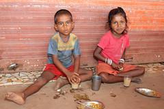 Children having breakfast in Colva - Terre d'Espoir (Pondspider) Tags: poverty boy india girl children child goa enfants enfant chai colva linde pauvreté migrantworkers anneroberts annecattrell terredespoir janinegaiddon pondspider bhajipav bhajipau charitéfrançaise