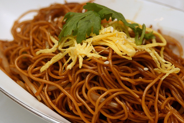 Wok-fried egg noodles with shredded chicken in superior soy sauce