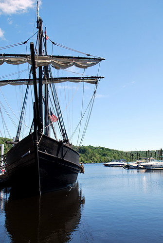 Sideview of the Pinta