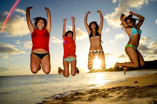 フリー画像|人物写真|女性ポートレイト|ラテン系女性|水着|ビキニ|跳ぶ/ジャンプ|集団/グループ|フリー素材|